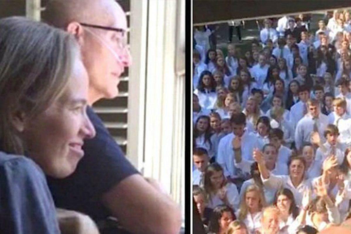 Δάσκαλος με καρκίνο «λύγισε» όταν είδε από το παράθυρο του σπιτιού 400 μαθητές να του τραγουδούν!!!-ΒΙΝΤΕΟ