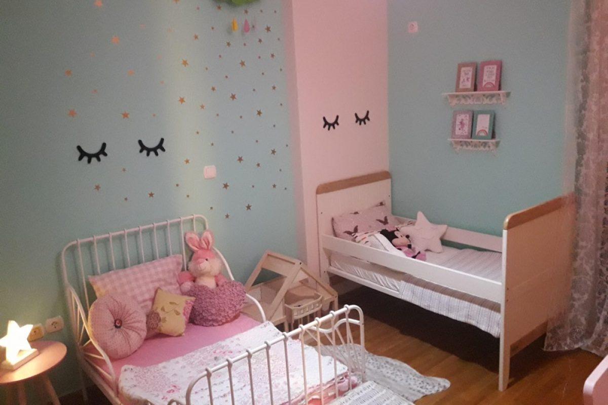 Όταν το ροζ συνάντησε το βεραμάν σε ένα δωμάτιο για δύο κοριτσάκια