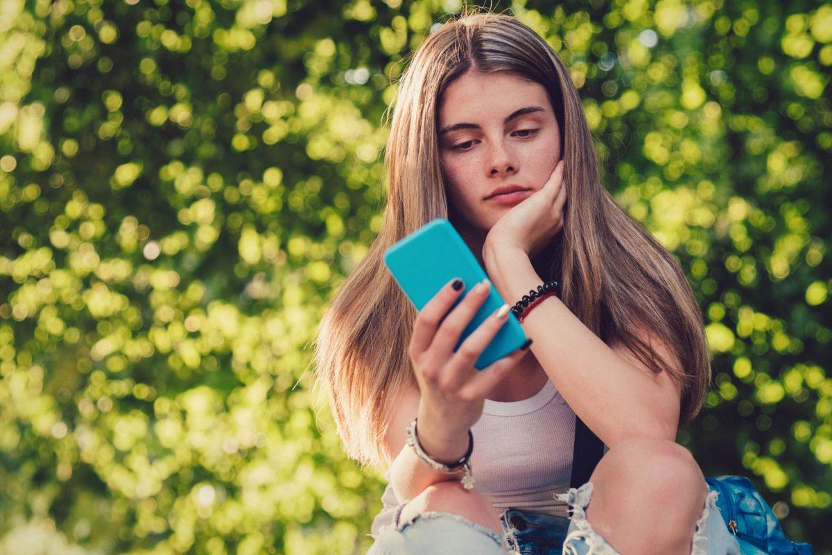Σεξ πριν το πρώτο φιλί: πώς τα 15χρονα κορίτσια αντιμετωπίζουν αγόρια εθισμένα στην πορνογραφία
