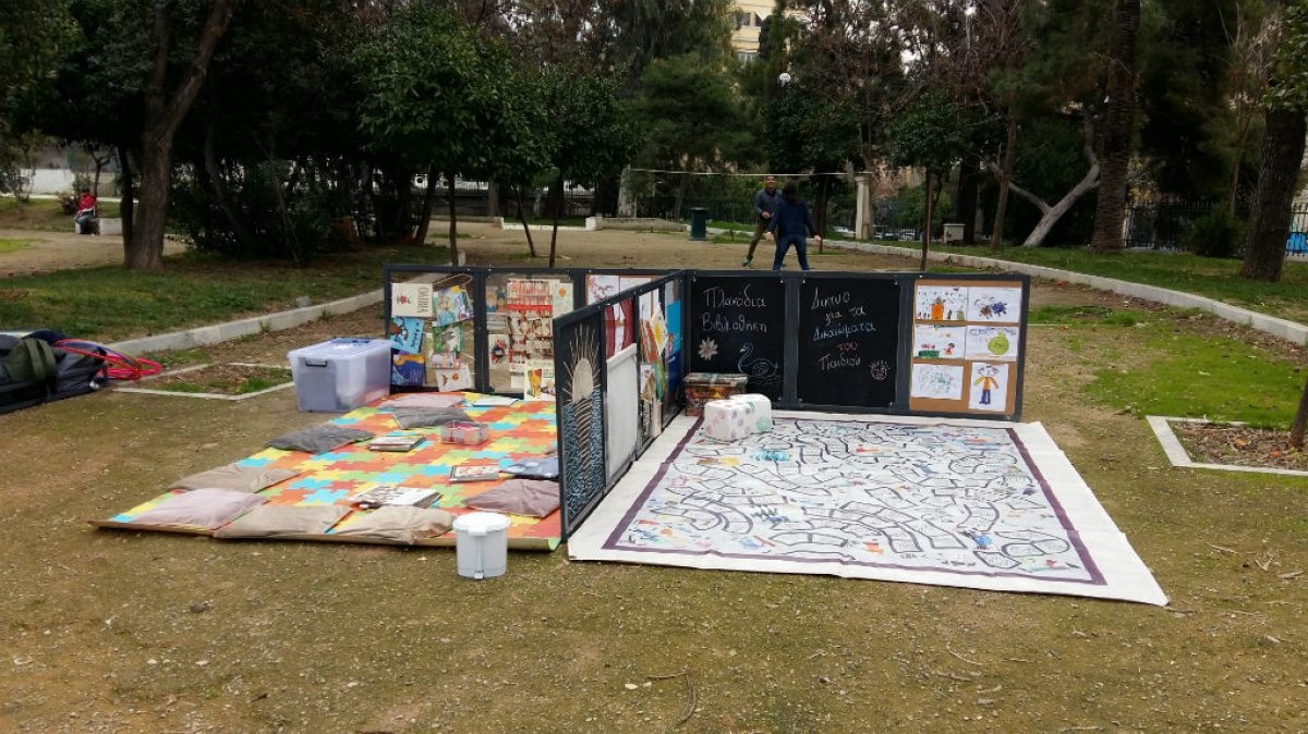 Μια Πλανόδια Βιβλιοθήκη στις πλατείες της Αθήνας