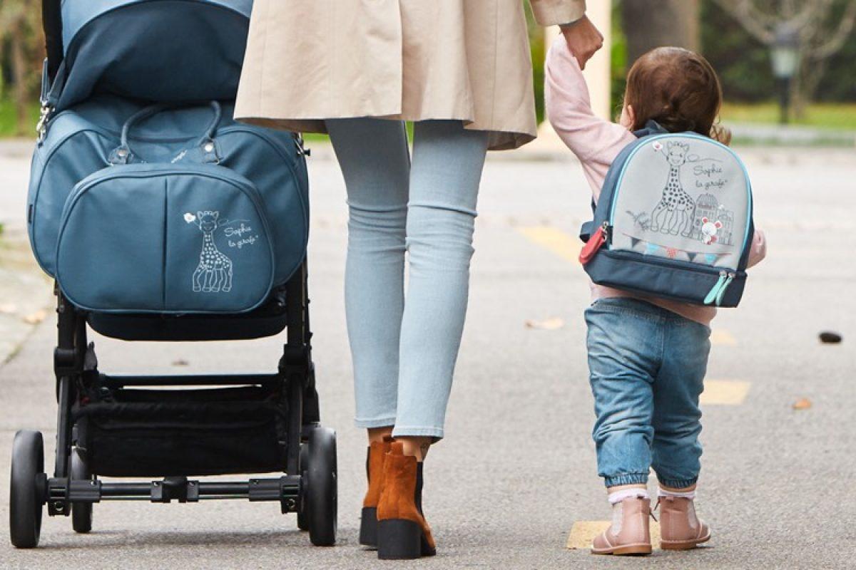 Η Σόφι η καμηλοπάρδαλη έχει το τέλειο σακίδιο για τη βόλτα και το σχολείο!