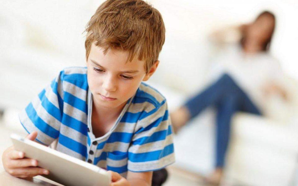 Φραγή της Ε.Ε. στα social media για παιδιά μέχρι 13 ετών