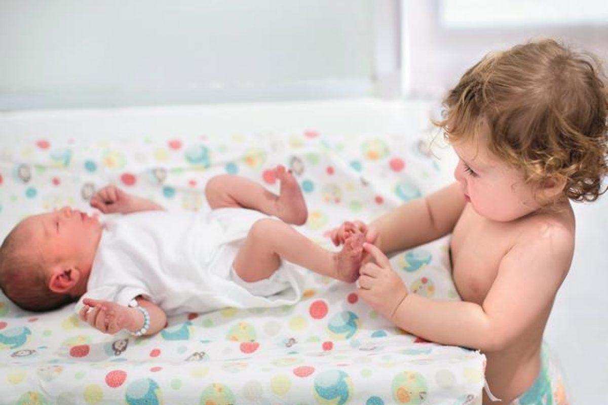 Πώς να προετοιμάσουμε σωστά το παιδί μας για τον ερχομό του μωρού.