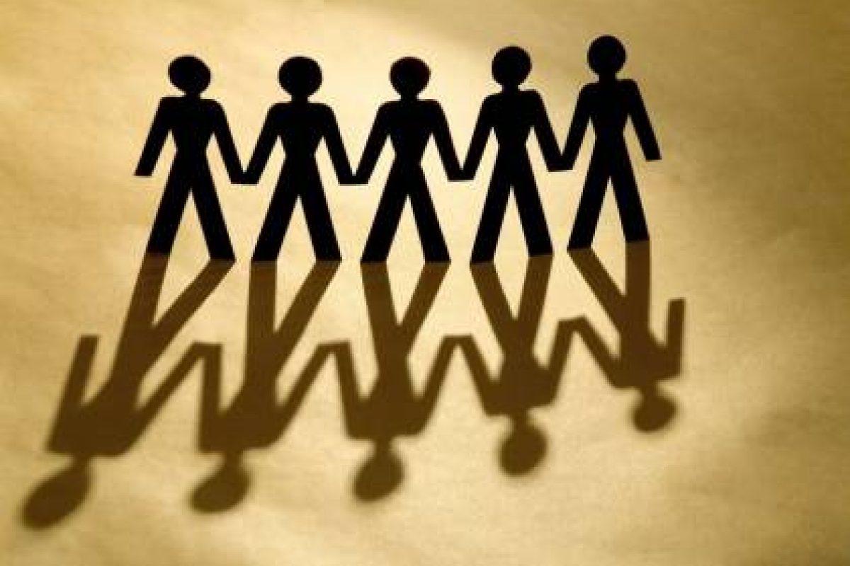 Να δένεσαι με τους ανθρώπους χωρίς να αιχμαλωτίζεσαι.