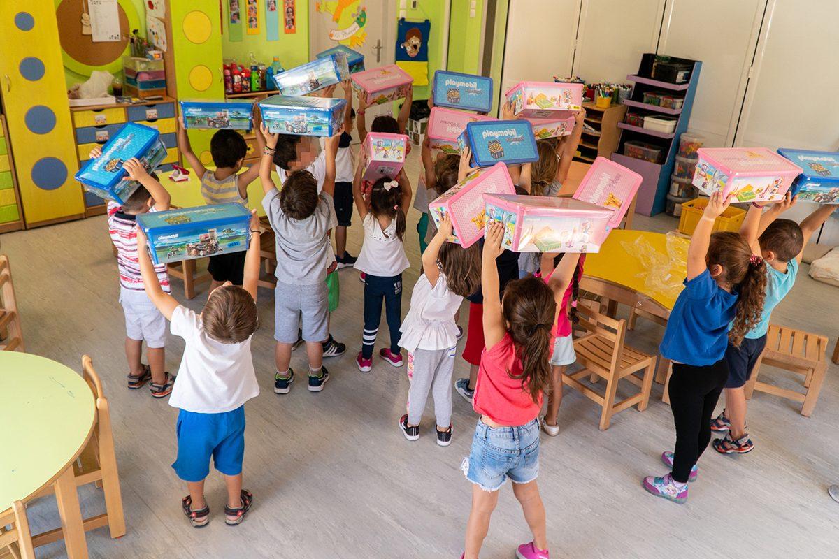 Η PLAYMOBIL δώρισε όλα τα υλικά χειροτεχνίας της χρονιάς σε 100 παιδικούς σταθμούς της Αττικής!