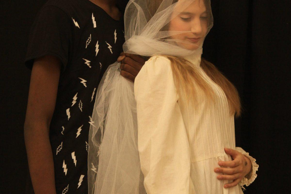 Άμλετ – μια εφηβική θεατρική παράσταση – Κυριακή, 21 Οκτωβρίου | Ώρα Έναρξης 9μ.μ. | Είσοδος Ελεύθερη | Απαραίτητη προκράτηση* Θέατρο ΤΟΠΟΣ ΑΛΛΟΥ
