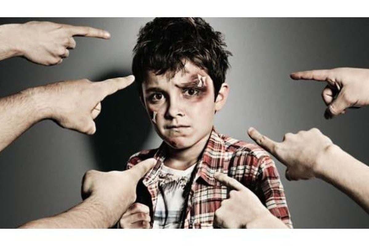 Εμείς μεγαλώνουμε τα θύματα, εμείς και τους θύτες. Τα παιδιά είναι καθρέφτες μας