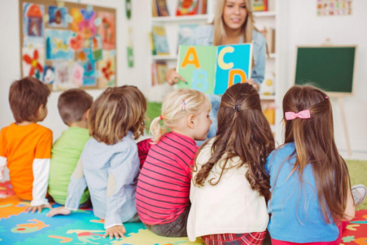 Τα παιδάκια που πάνε σε παιδικό σταθμό αντί να μένουν στο σπίτι, έχουν περισσότερες κοινωνικές δεξιότητες και καλύτερη συμπεριφορά