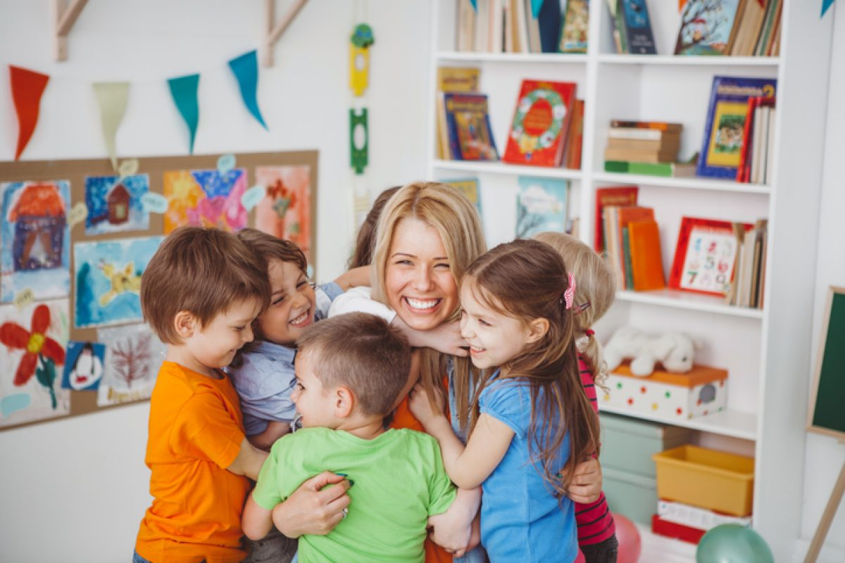 Όταν είσαι νηπιαγωγός είσαι η «κυρία» η δασκάλα, η μαμά τους, η παρηγοριά τους: Το κείμενο που έγινε viral