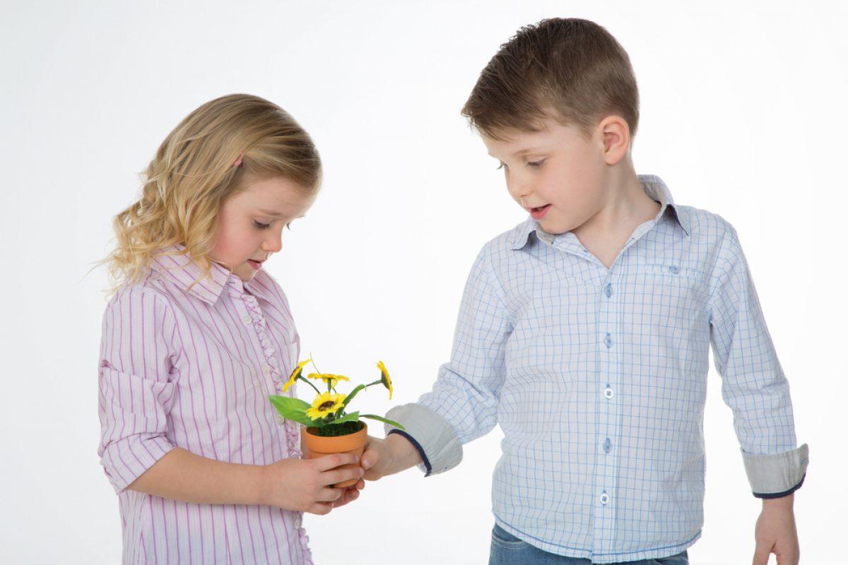 Πώς μαθαίνει το παιδί να είναι γενναιόδωρο