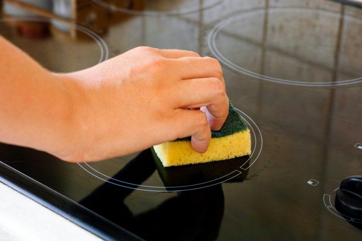 4 εύκολοι τρόποι για να αφαιρέσεις λεκέδες και γρατζουνιές από την κεραμική εστία!
