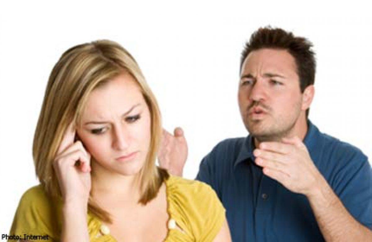 Ο άντρας μου με ζηλεύει αφόρητα! Πιστεύει πως φλερτάρω με όλους!