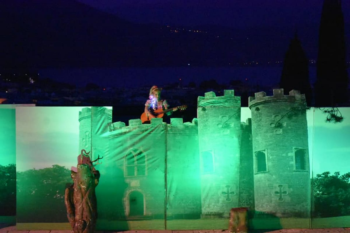 Η Ραπουνζέλ έρχεται να μαγέψει μικρούς και μεγάλους σε μια φαντασμαγορική  παράσταση  από τον Νοέμβριο στο ΙΝΤΕΑΛ με την υπογραφή της Γιούλης Ηλιοπούλου.