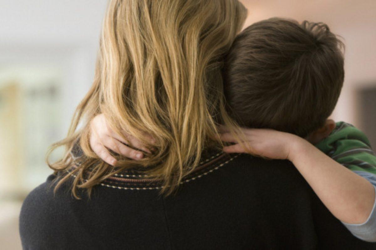 «Μαμά δεν με θέλουν!»: Τι απαντάς στο παιδί σου όταν νιώθει απόρριψη;