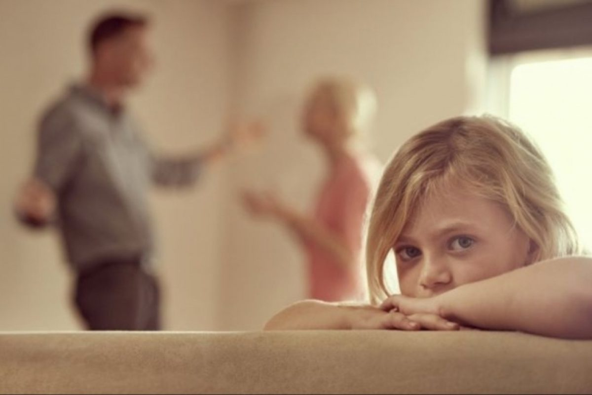Όταν τσακώνονται οι γονείς πληγώνεται πρώτα το παιδί