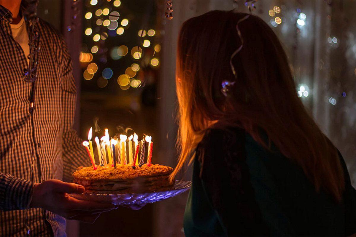 Γιατί σβήνουμε κεράκια στις γενέθλιες τούρτες;