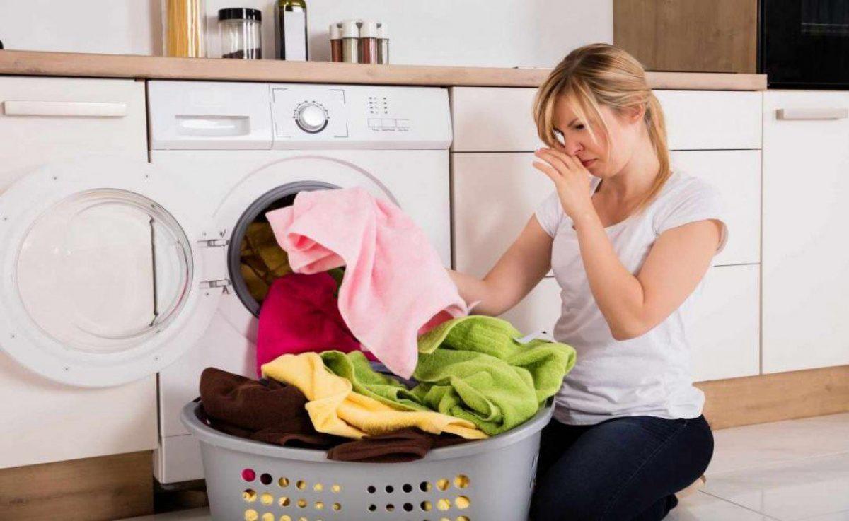 6 Πιθανές Αιτίες που Μυρίζει το Πλυντήριο Ρούχων!