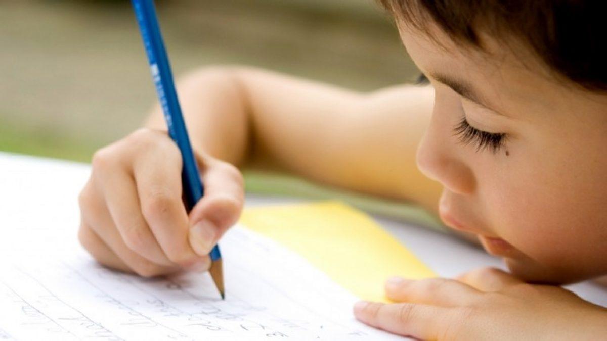 11 τρόποι για να βοηθήσετε το παιδί να ελέγξει την πίεση που ασκεί στο μολύβι