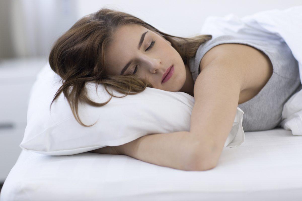 Γιατί «τινάζομαι» όταν πάω να κοιμηθώ;