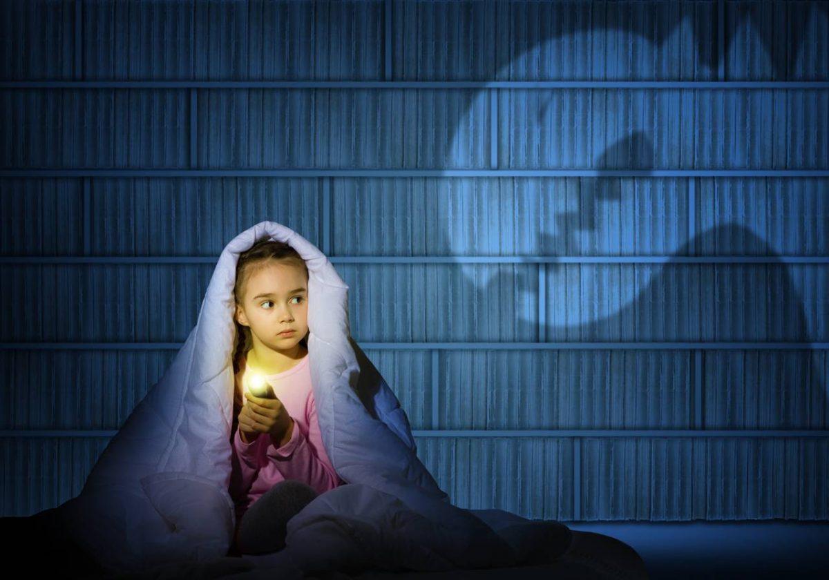 Ξεκίνησε να φοβάται το σκοτάδι και δεν κοιμάται μόνη…
