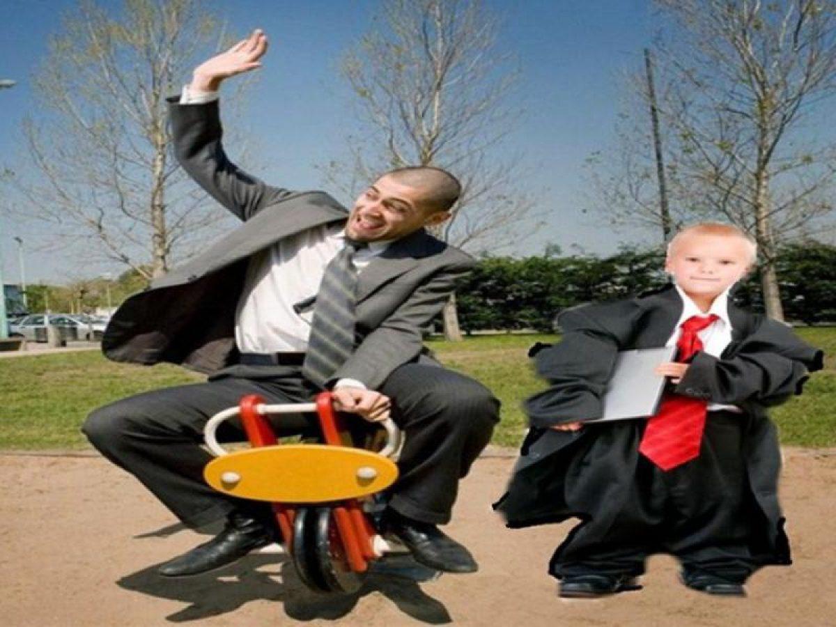 Παιδιά με πρόγραμμα ενηλίκων και γονείς που παλιμπαιδίζουν