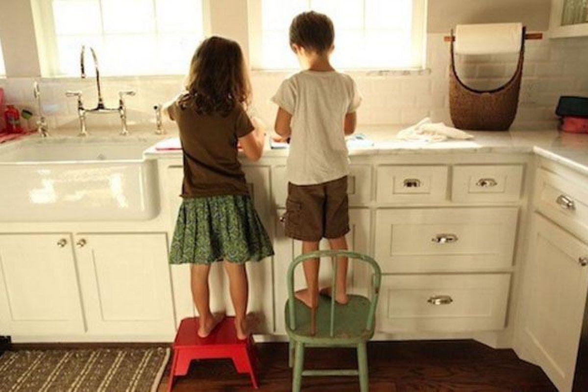 Τα παιδιά που συμμετέχουν από μικρή ηλικία στις δουλειές του σπιτιού γίνονται σωστοί ενήλικες
