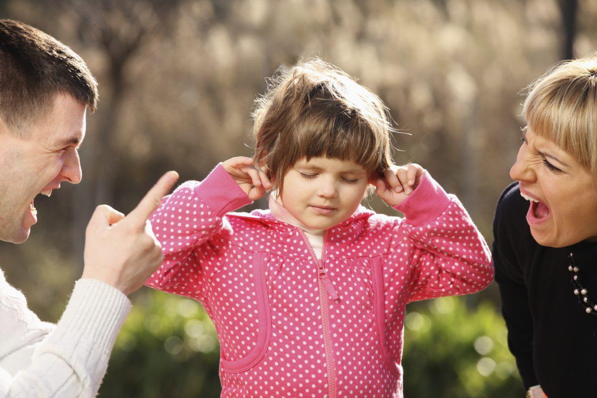 Αυτές τις επιπτώσεις έχουν οι φωνές των γονιών στα παιδιά !