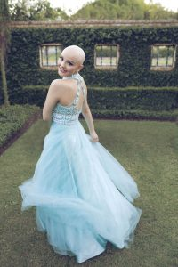 bald-teen-cancer-photoshoot-andrea-sierra-salazar-gerardo-garmendia-36