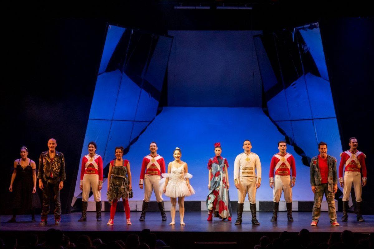 Ο Μολυβένιος Στρατιώτης του Χανς Κρίστιαν Άντερσεν σε διασκευή – σκηνοθεσία Μαριάννας Τόλη  Την Κυριακή 31 Μαρτίου, το ταξίδι τελειώνει στο θέατρο Αριστοτέλειον,  με μια παράσταση αφιερωμένη στο «Παιδικό Χωριό SOS Πλαγιαρίου»