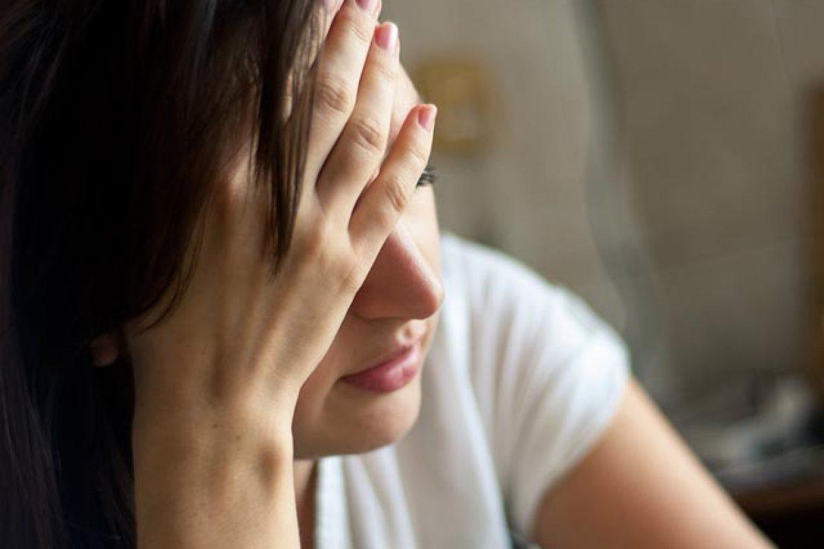 Όσο περισσότερο δουλεύει μια γυναίκα τόσο αυξάνεται ο κίνδυνος κατάθλιψης
