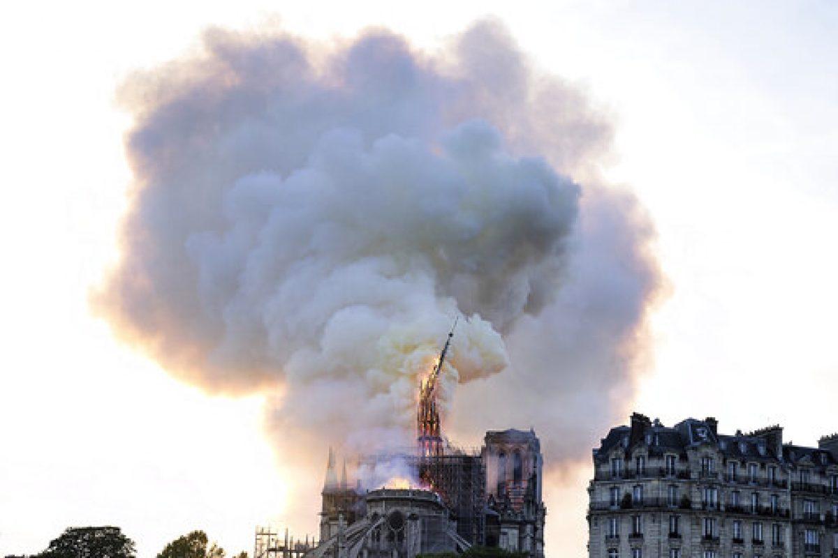 Παναγία των Παρισίων: Παγκόσμιο σοκ από την τεράστια καταστροφή – υπό έλεγχο επιτέλους ηφωτιά