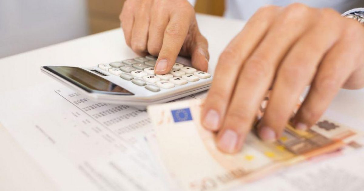 Φορολογικές δηλώσεις: Πώς θα πάρετε έκπτωση 2.100 ευρώ – Τα μυστικά που πρέπει να γνωρίζετε για λιγότερο φόρο