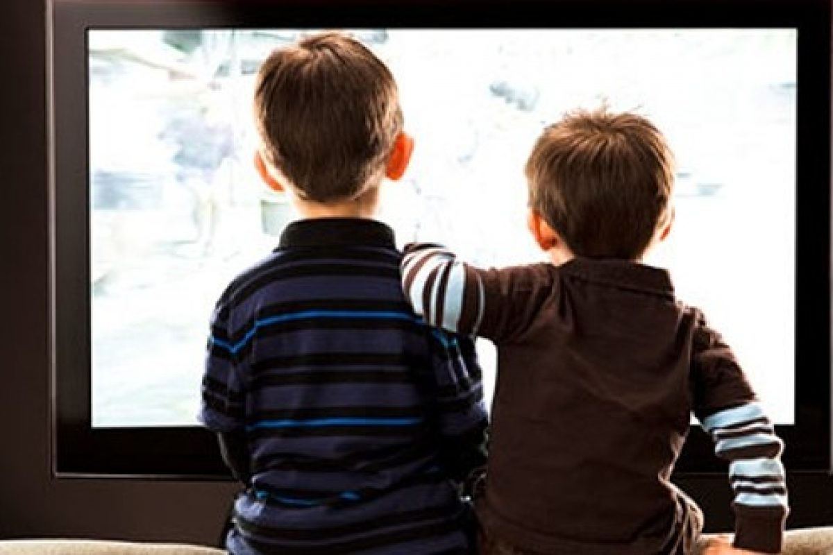 Τηλεόραση: Γιατί δεν πρέπει να βλέπουν τα παιδιά προσχολικής ηλικίας