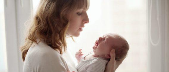 Πότε βιώνουν περισσότερο άγχος οι νέες μαμάδες