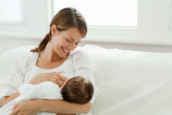Ο θηλασμός προστατεύει τη μητέρα από επιλόχεια κατάθλιψη