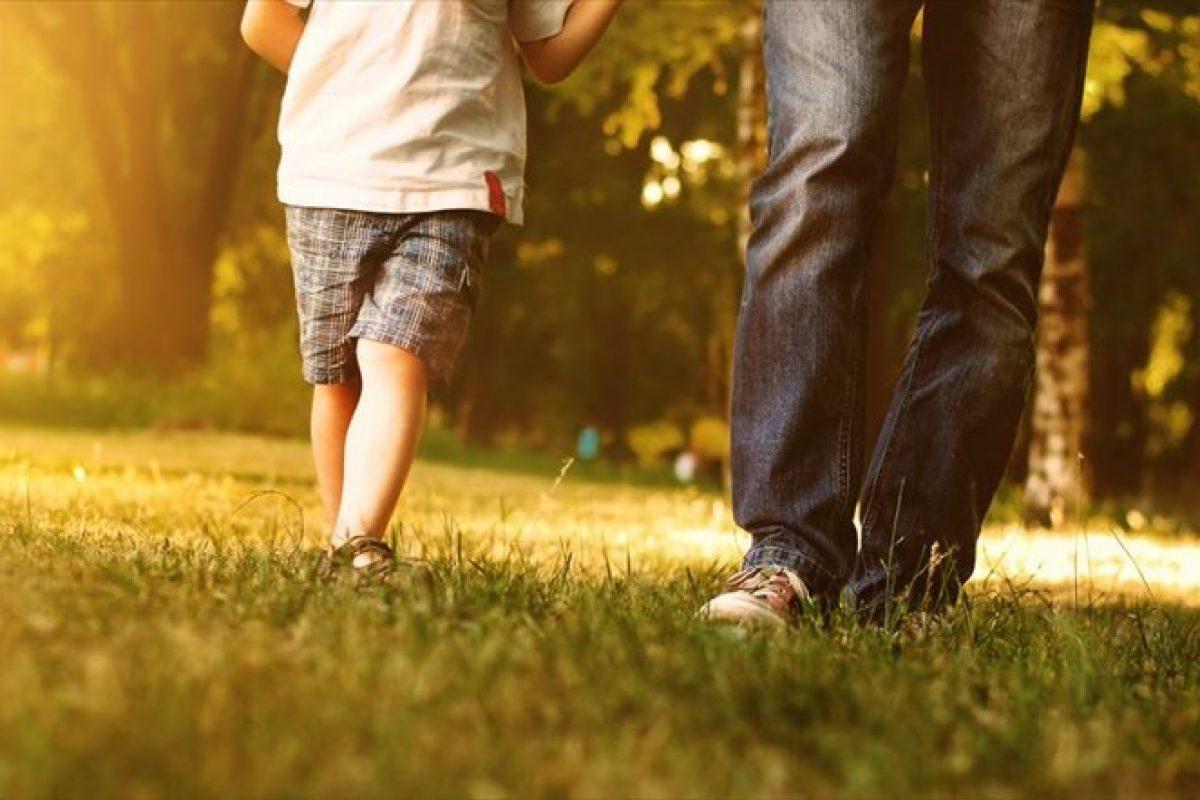 Η λιγότερη γονική ζεστασιά και η σκληρότητα δημιουργούν παιδιά με «κακό» χαρακτήρα