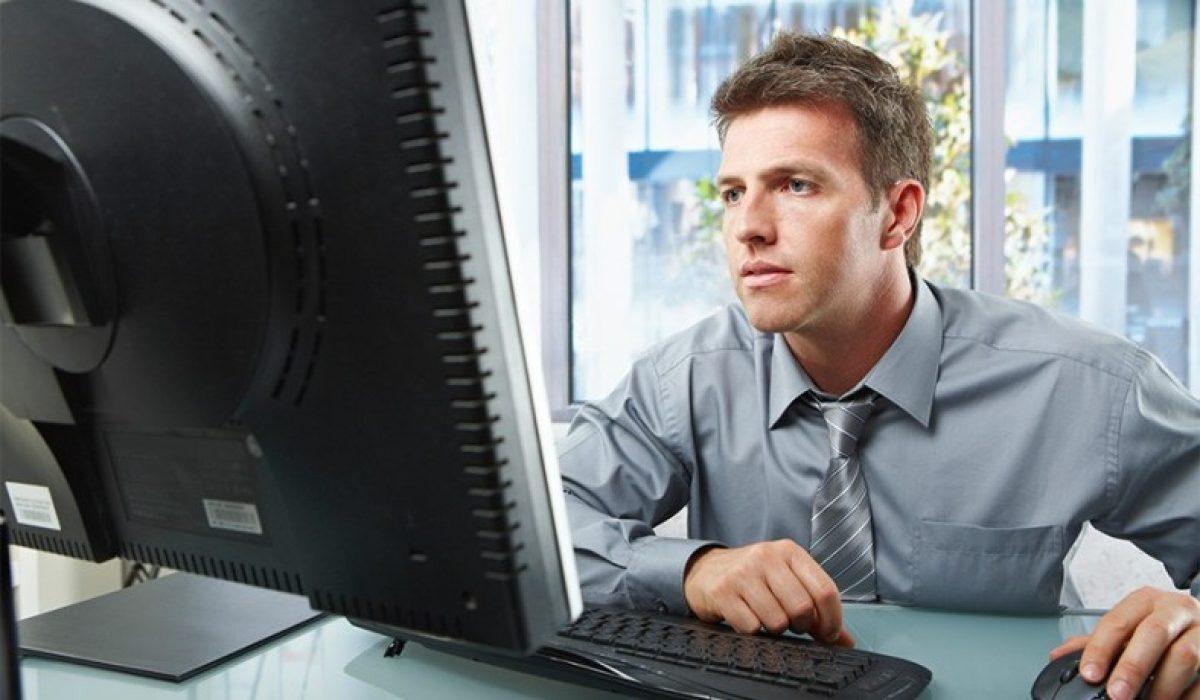 Ο άνδρας μου βλέπει διαρκώς στον υπολογιστή πορνό