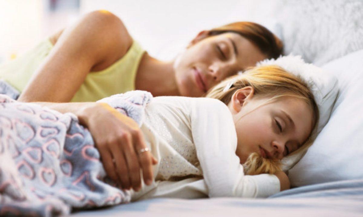 Πώς ο μεσημεριανός ύπνος βοηθάει τα παιδιά