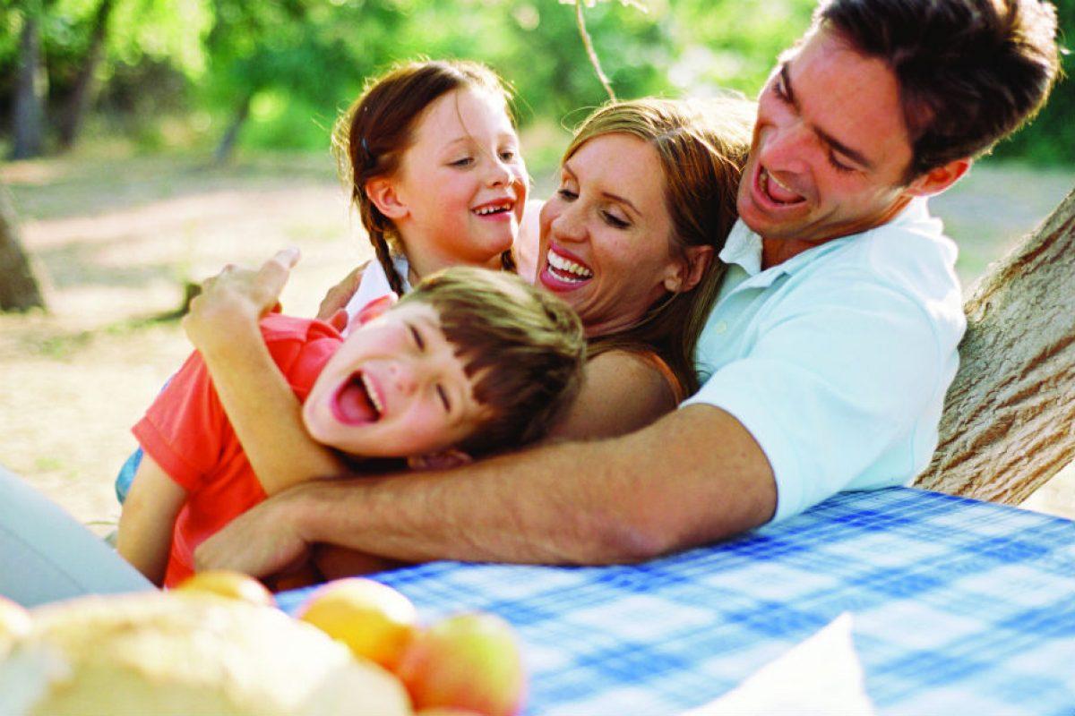 Έρευνα: Οι νέοι θέλουν να κάνουν οικογένεια, αλλά οικονομικά δεν μπορούν