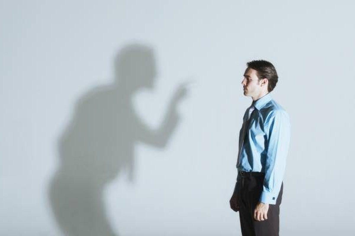 Επικρίνουν τους γύρω τους όσοι δεν αποδέχονται τον εαυτό τους