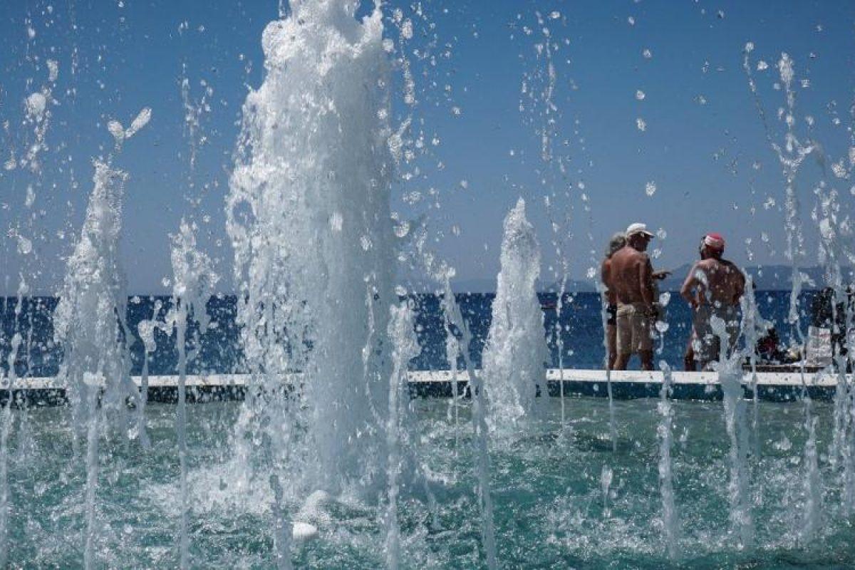 Καύσωνας: Ποια είναι τα συμπτώματα θερμοπληξίας – Οδηγίες προστασίας