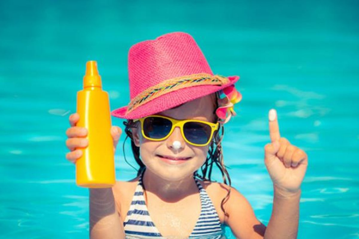 Tips των παιδιάτρων για προστασία των παιδιών από τον ήλιο!