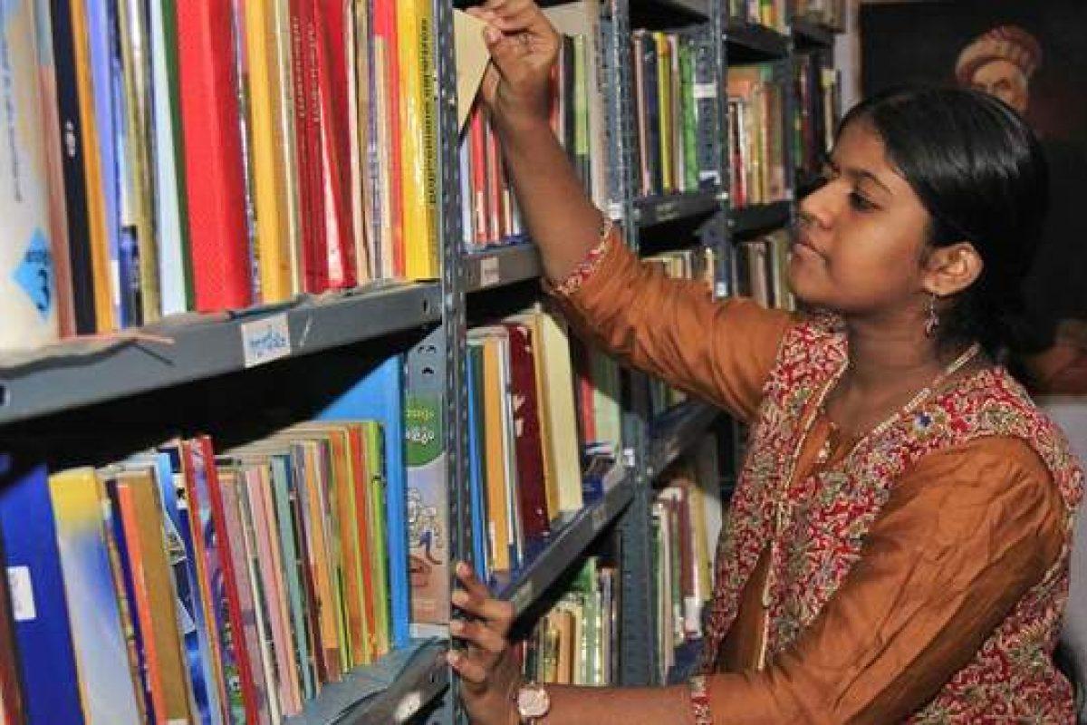 12χρονη Ινδή δημιούργησε μια ελεύθερη βιβλιοθήκη για άπορα παιδιά. Η νεότερη βιβλιοθηκάριος