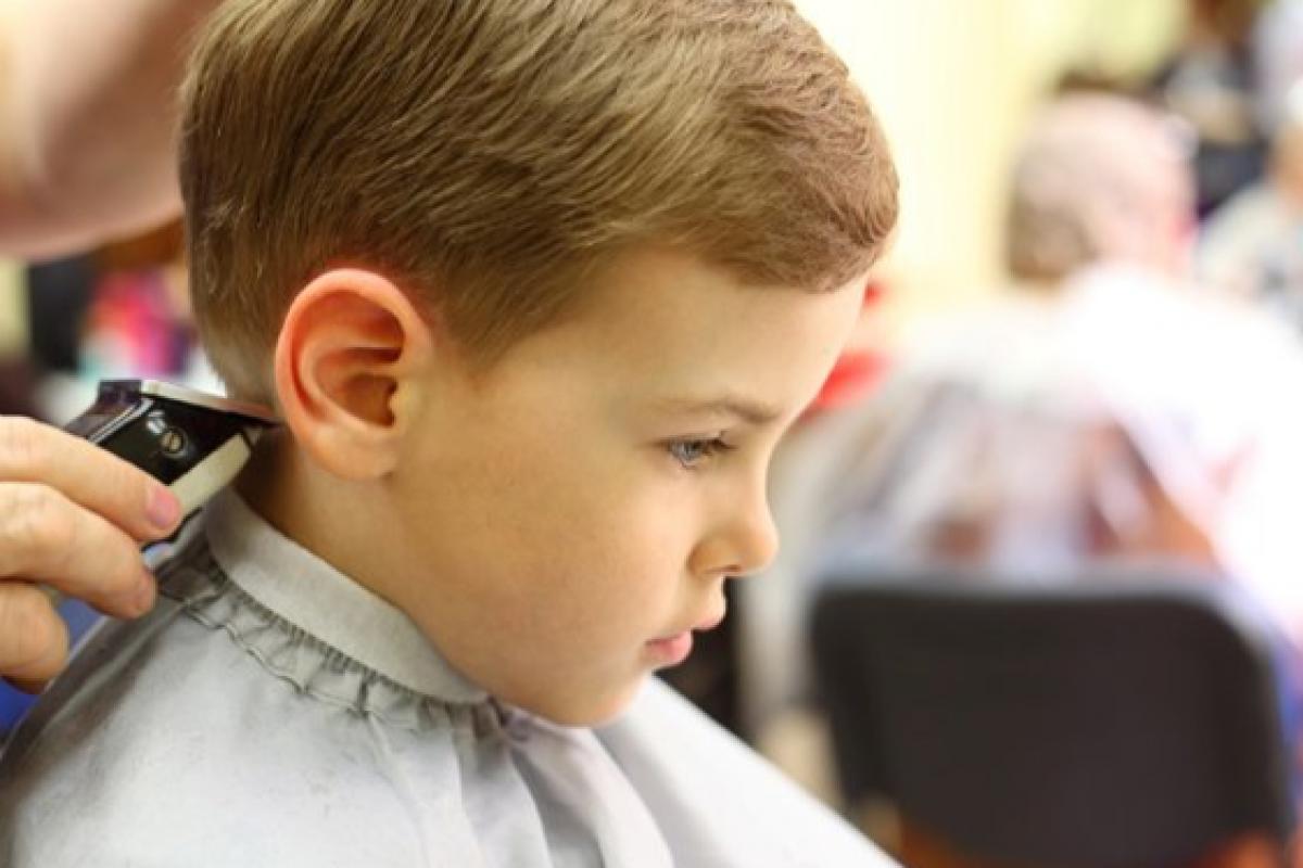 Κόψιμο των μαλλιών και αυτισμός: συμβουλές για γονείς αυτιστικών παιδιών