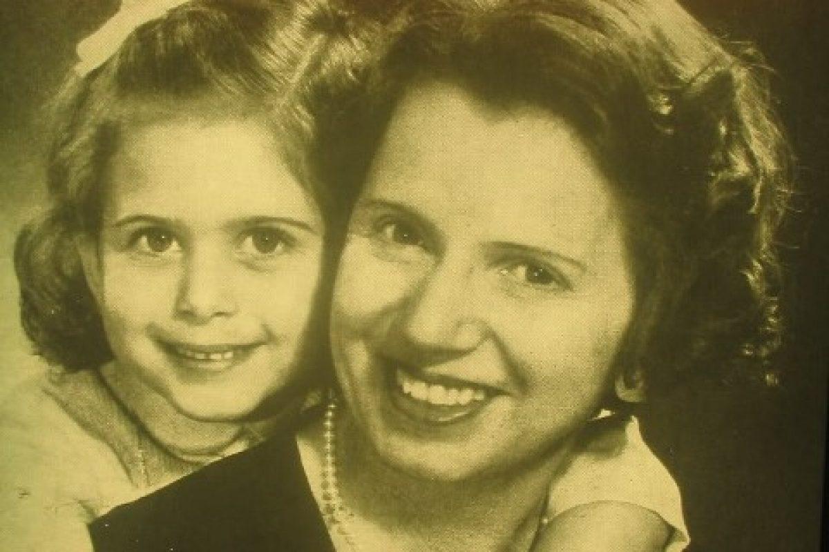 «Θεία Λένα», η αγαπημένη παιδαγωγός και θεατρίνα που μεγάλωσε μέσα από το ραδιόφωνο πολλές γενιές παιδιών…