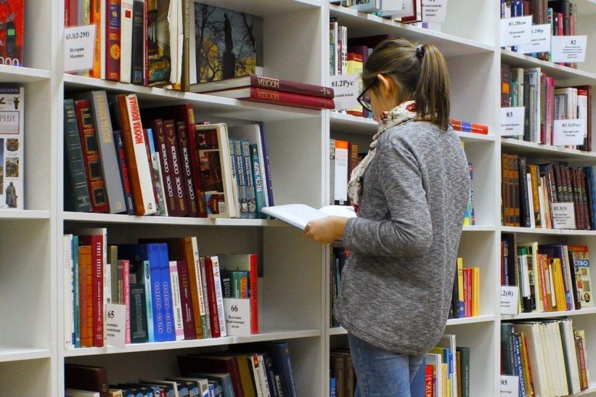 Έφηβοι παίρνουν δωρεάν βιβλία αν κλείσουν τα κινητά τους