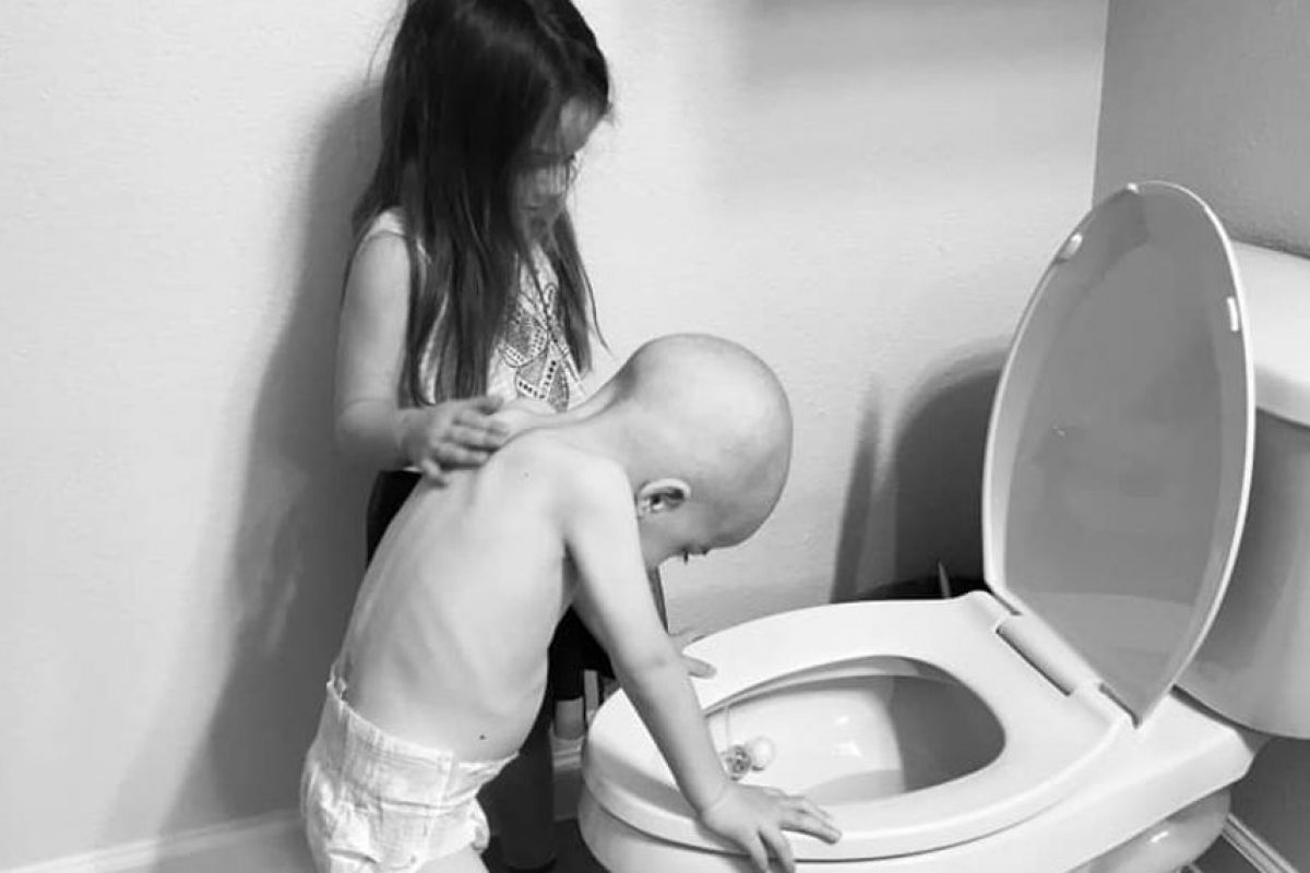 «Τα αδέρφια των άρρωστων παιδιών είναι οι πραγματικοί ήρωες» -Η φωτογραφία μιας μητέρας με τα δύο παιδιά της