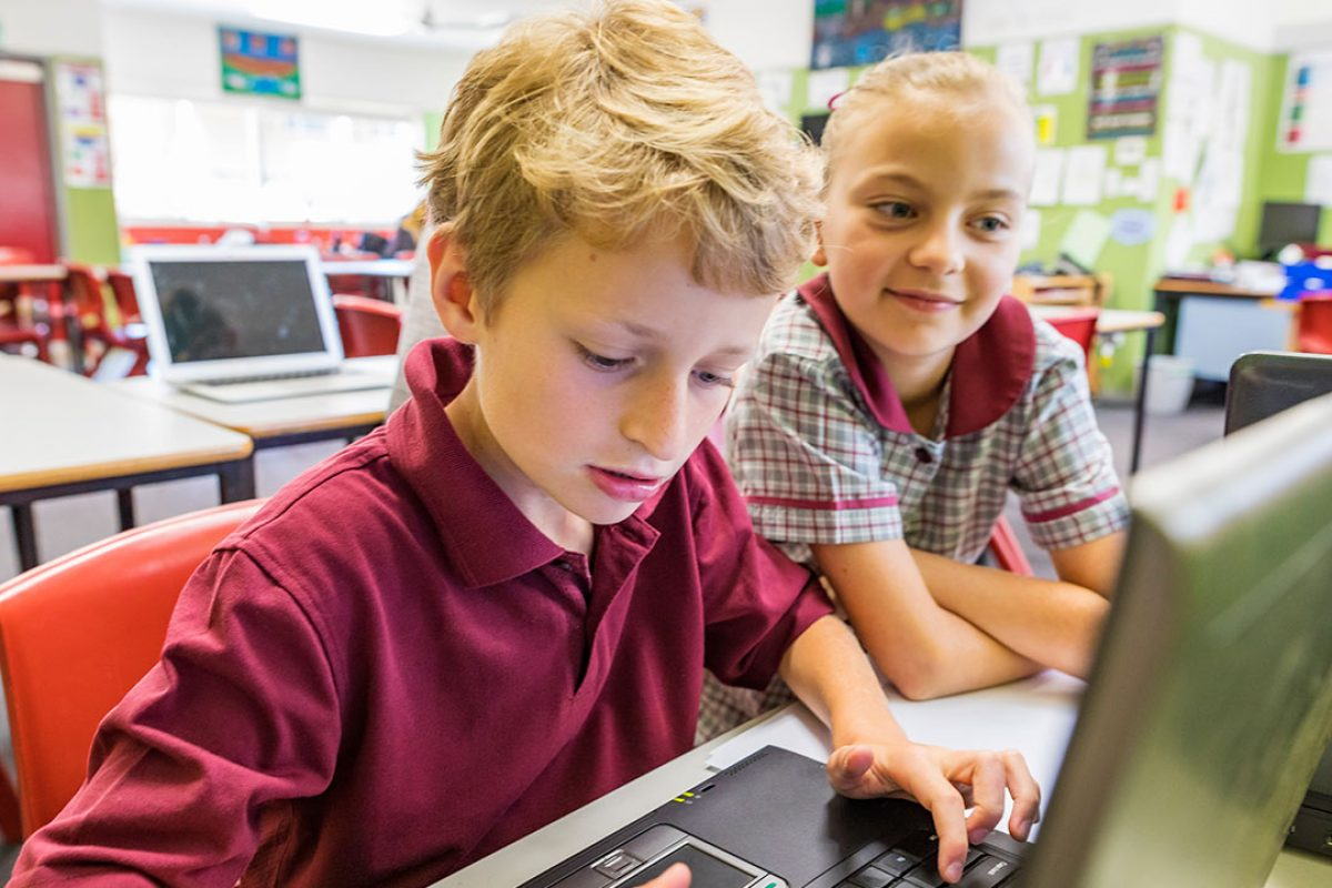 «Η χρήση του ηλεκτρονικού υπολογιστή ως εναλλακτικού μέσου επικοινωνίας παιδιού με κινητική αναπηρία και δυσκολίες στην εκφορά λόγου μέσα στην τάξη.»