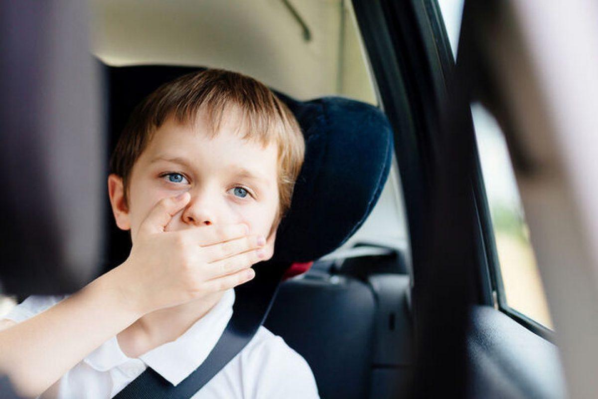 Παιδί μόνο στο αυτοκίνητο: Οι κίνδυνοι ανάλογα με τον χρόνο παραμονής