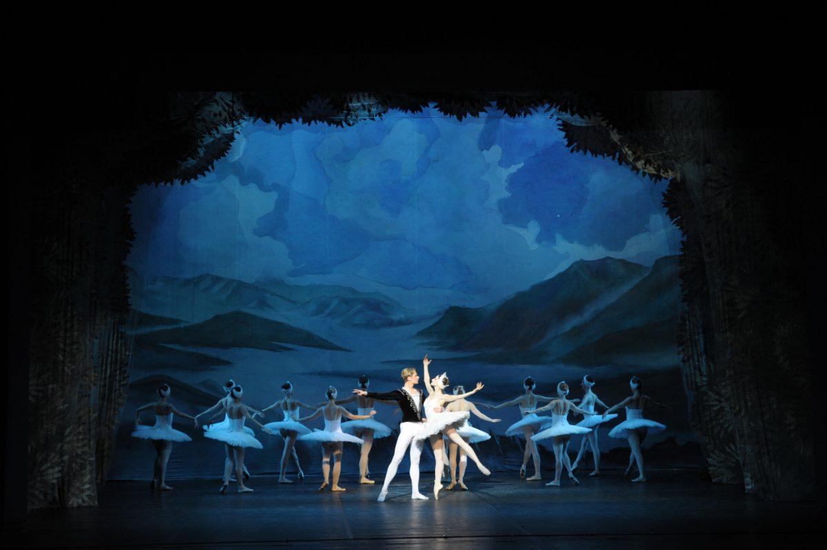 Λίμνη των Κύκνων στο Δημοτικό Θέατρο Πειραιά    9-20 Οκτωβρίου